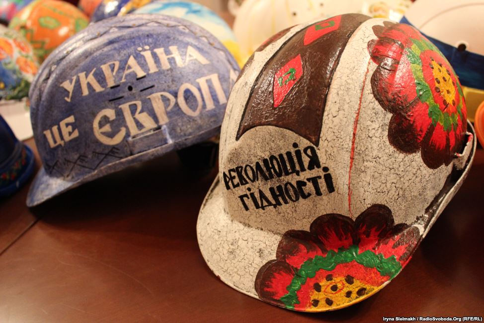 """Slogans state """"Ukraine in Europe"""" and """"Revolution of honor."""""""