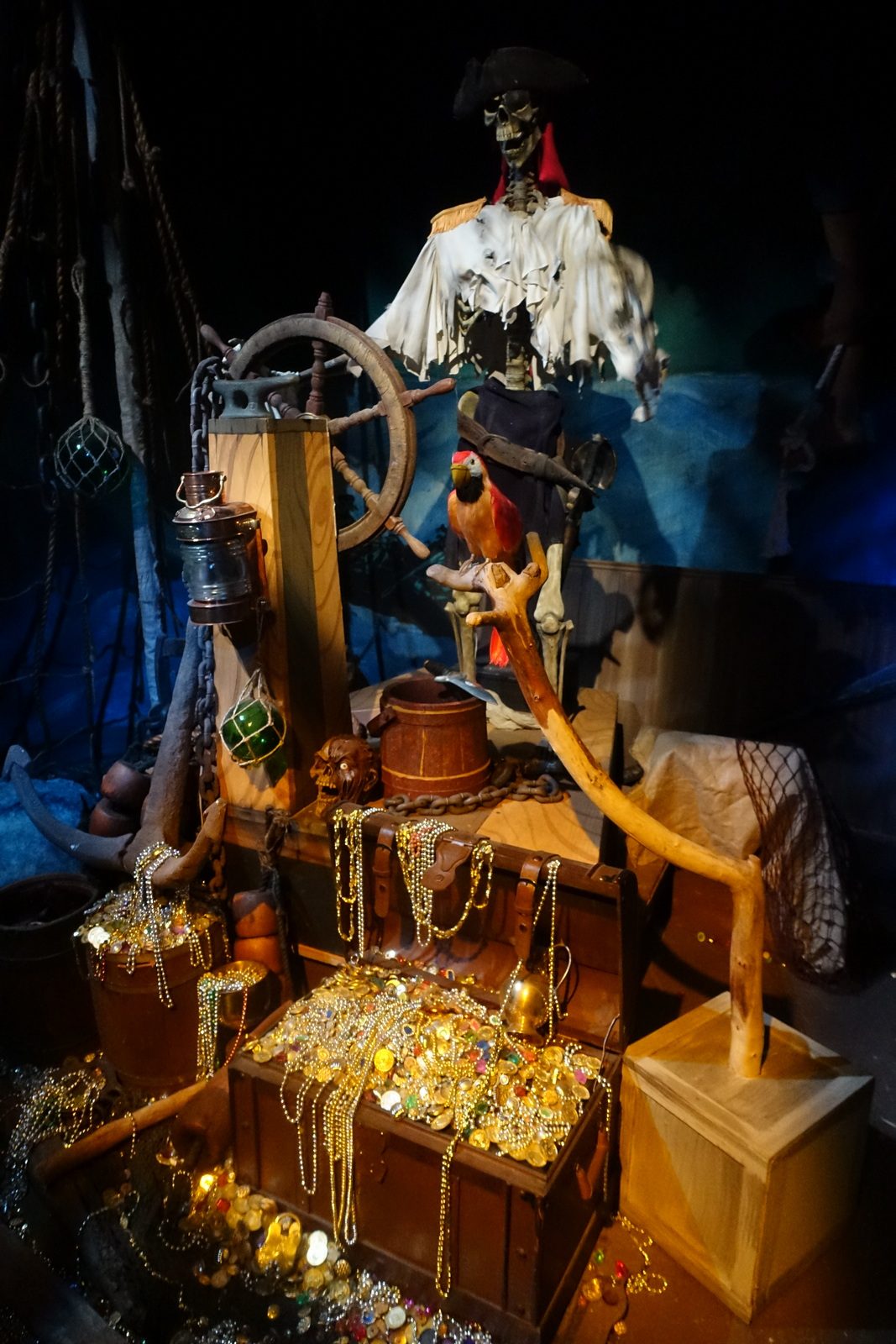 This animatronic pirate tells the tale of the founding of the hotel, and the surprises that await you ahead!