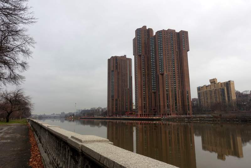 The River Park Towers, monolithic residential buildings, whose story (and their design too) kind of reminds me of Peach Trees in Judge Dredd.