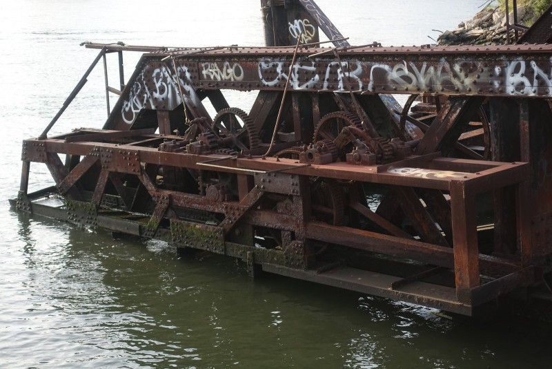 Some old gear pier is also rusting away in the River.